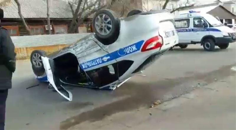 ДТП в Павлодаре: полицейское авто перевернулось на крышу