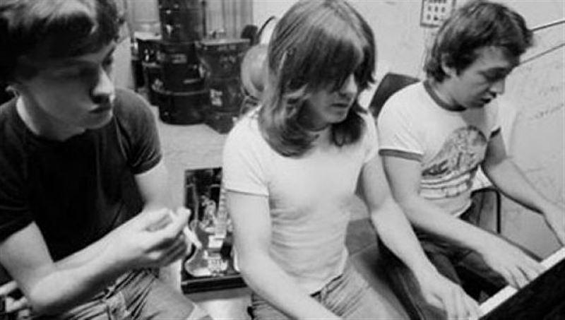 В Австралии скончался один из создателей AC/DC Джордж Янг