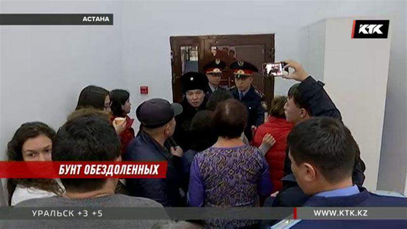 Генпрокуратура держит оборону – дверь забаррикадировали от дольщиков