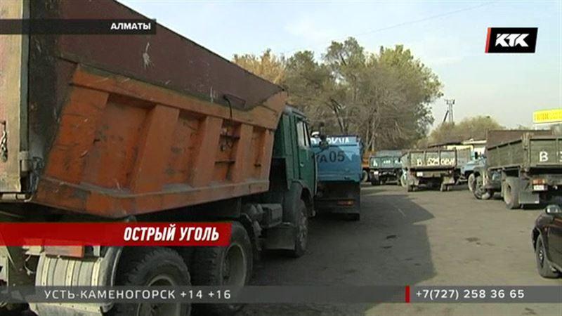 В Алматы перед жаждущими получить уголь закрыли ворота