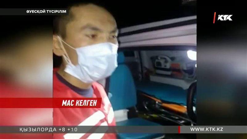 Астанада жедел жәрдем шақырған ата-анаға бүлдіршінін мас дәрігерлерден құтқаруға тура келді
