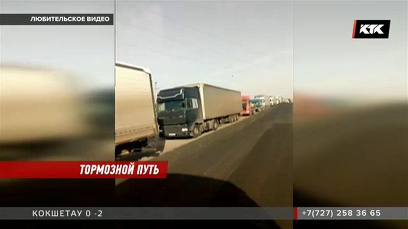 Транспортный коллапс на казахстанско-узбекской границе