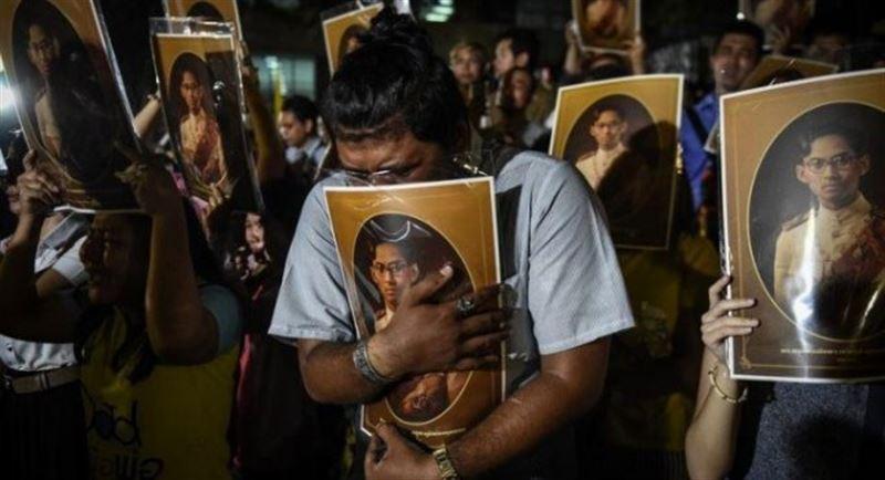В Таиланде хоронят короля, умершего год назад