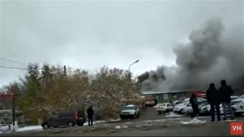В Уральске клуб «Шале» охватило огнем