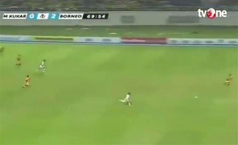 Индонезиец забил самый уникальный гол в истории футбола