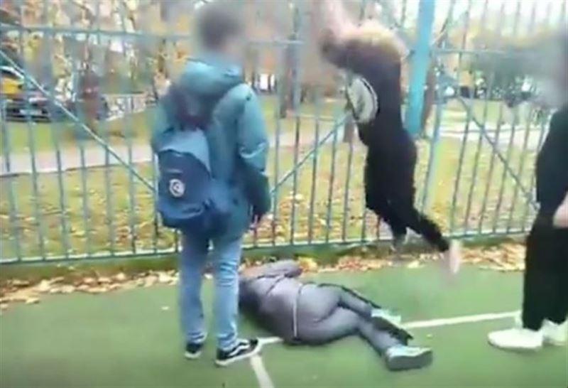 ШОК (18+): 13-летняя школьница накинулась на подростка, который оскорбил ее мать в личной переписке
