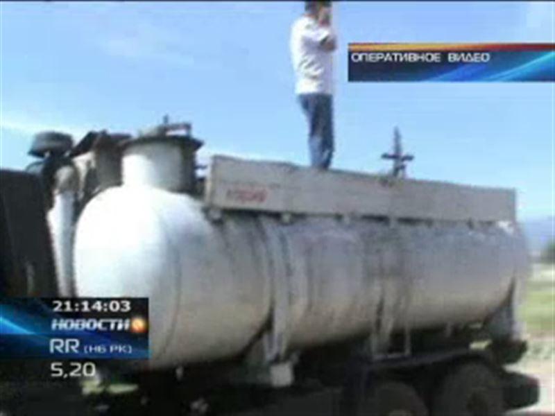 В Казахстане дорожает топливо, а его тем временем вывозят за границу