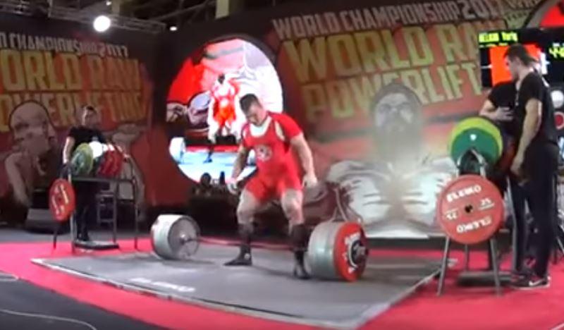 Россиянин побил мировой рекорд, подняв штангу весом в 440 килограммов