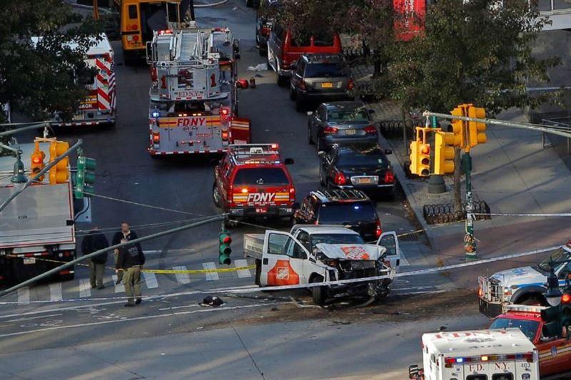 ШОК (18+): СМИ опубликовали видео с места наезда на пешеходов в Нью-Йорке