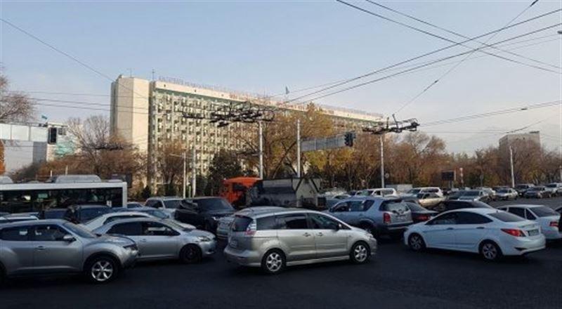 Алматинцев массово оставили без света