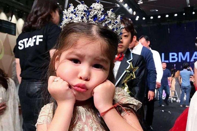 Трехлетняя девочка из Казахстана стала победительницей международного конкурса красоты