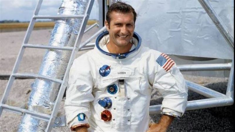 Умер Ричард Гордон, астронавт NASA, облетевший вокруг Луны