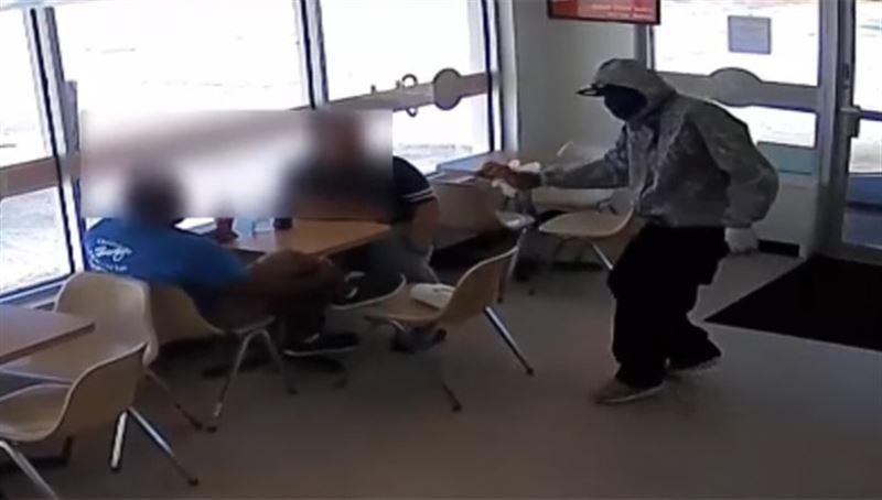 3 вооруженных преступника ограбили кафе в Хьюстоне