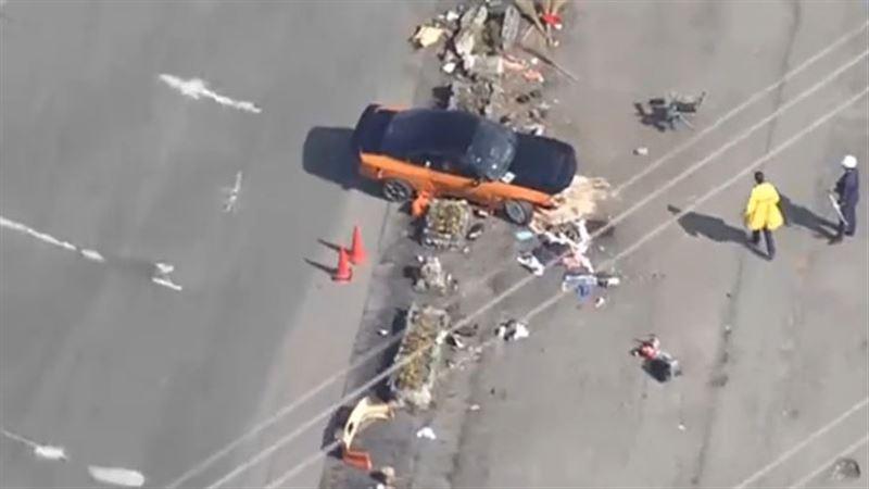 На автомобильном шоу в Японии автомобиль влетел в толпу, есть пострадавшие