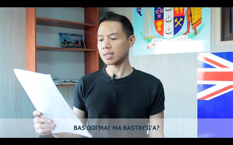 ВИДЕО: четверо иностранцев попытались прочитать казахский стих на латинице