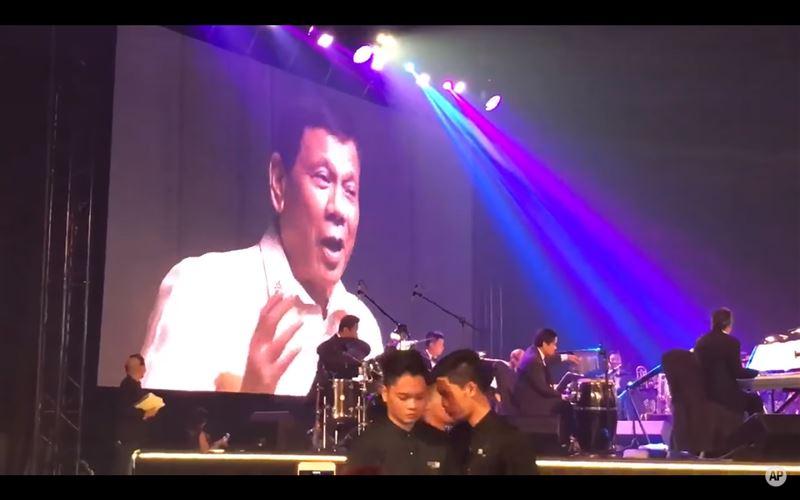 Президент Филиппин спел по просьбе Трампа