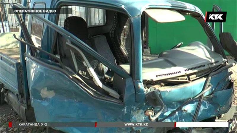 Алматинский домушник протаранил сразу пять припаркованных авто