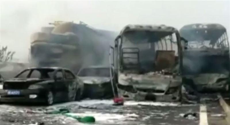 18 человек погибли в массовом ДТП в Китае