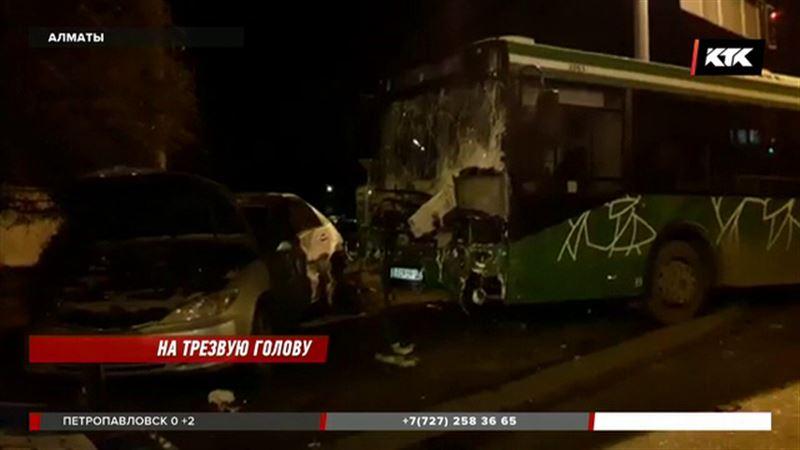 «Трезвый водитель» протаранил алматинский автобус и скрылся