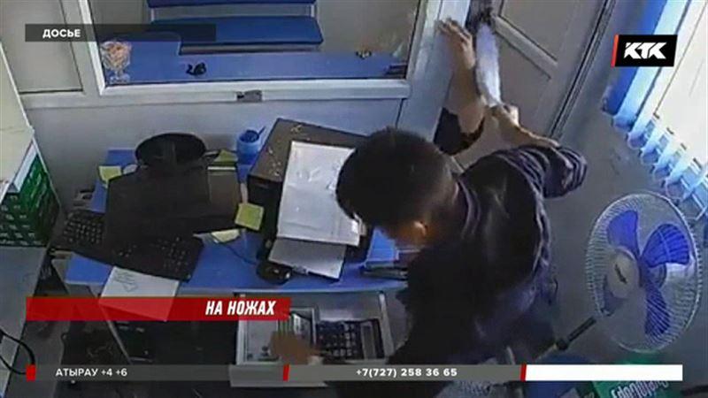 Житель Темиртау пришел в кассу с ножом, когда ему отказали в кредите