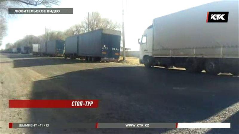 На границе с Китаем застряли около 200 казахстанских фур