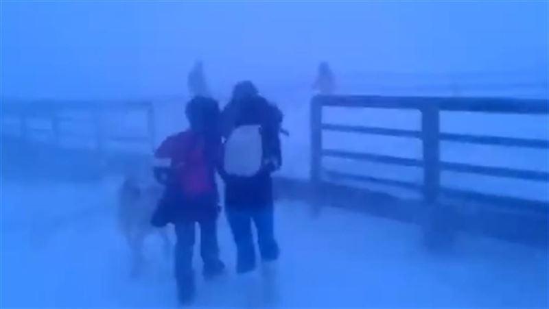 Иностранцев шокировало видео с якутскими школьниками, идущими домой в метель