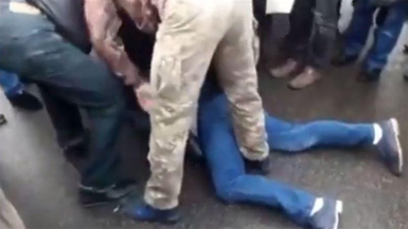 ВИДЕО: В Киеве устроили самосуд над водителем BMW