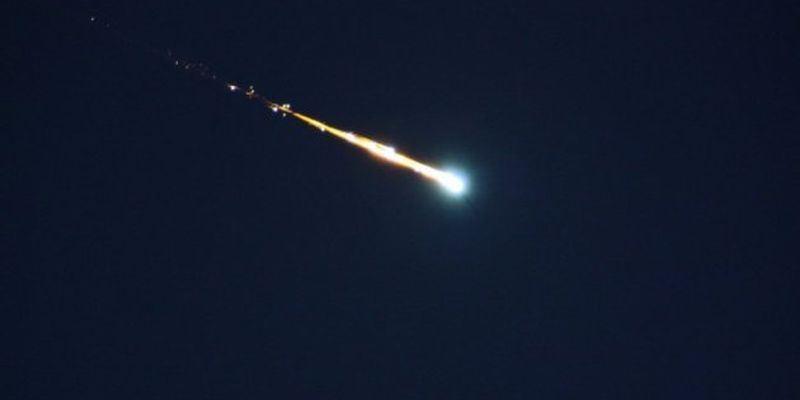 Пламенный метеор в небе над Японией сняли на видео