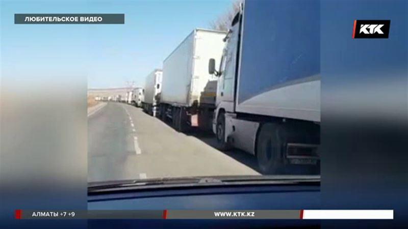 На казахстанско-кыргызской границе образовались километровые пробки