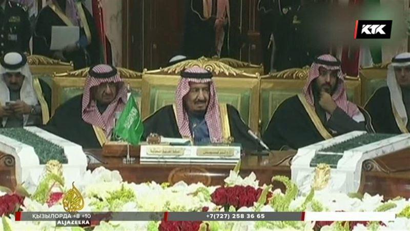 Сауд Арабиясында шатылып жатқан ханзадалар жаппай кінәларын мойындай бастады