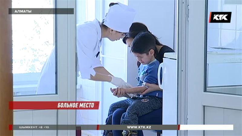 Все больше казахстанцев отказываются от вакцинации детей