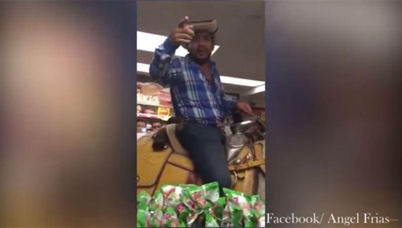 Атқа мінген еркек сыра алу үшін дүкенге баса-көктеп кіріп келді. Видео
