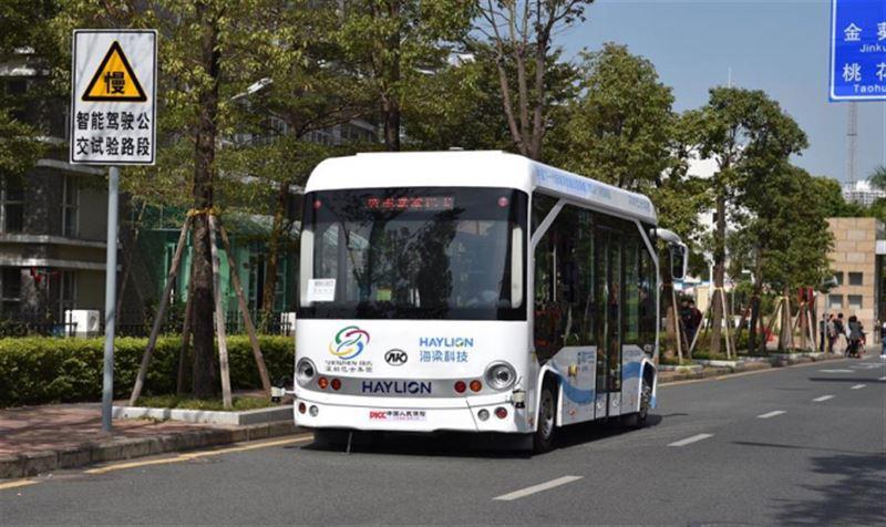 Беспилотные автобусы тестируют на дорогах в Китае