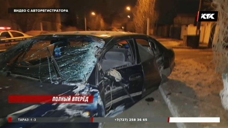 В Павлодаре водитель протаранил полицейское авто, уходя от погони
