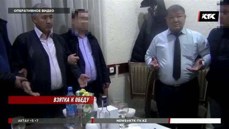 Чиновников-взяточников взяли прямо во время обеда
