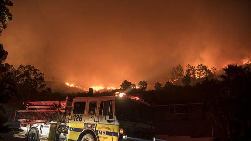 ВИДЕО: Губернатор Калифорнии объявил режим ЧС из-за лесных пожаров
