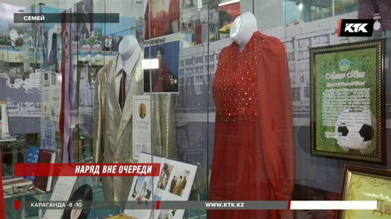 Первое концертное платье Розы Рымбаевой теперь хранится в музее