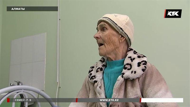 Нашлись родственники алматинской старушки, которую обнаружили без сознания
