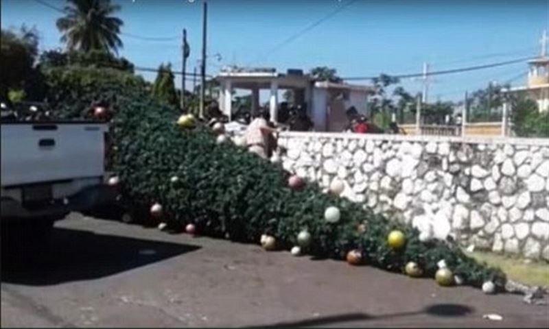 В Гватемале пять человек погибли, украшая рождественскую елку