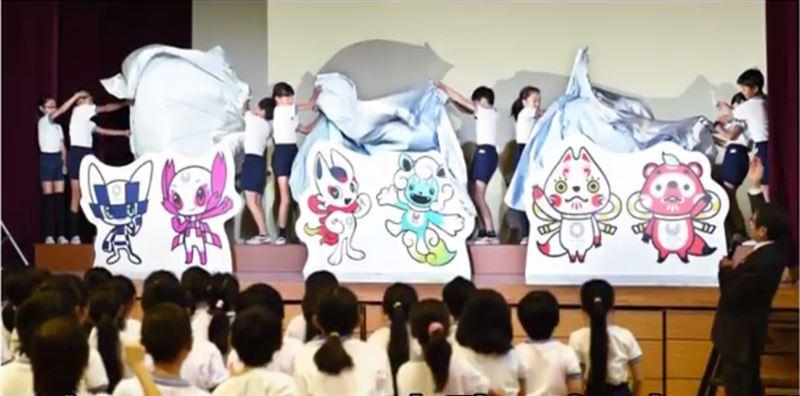 Японские школьники выбирают талисманы Олимпиады 2020-го года в Токио