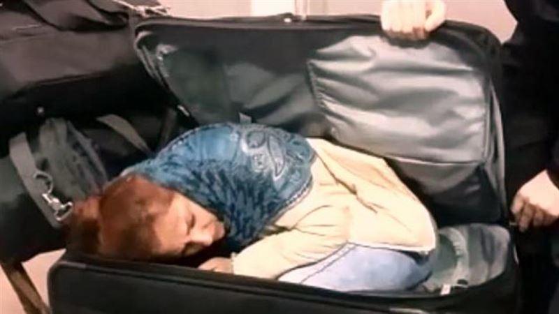 Шетелдіктің чемоданынан тірі әйел шықты