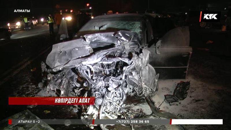 Алматыда жол көлік апатынан 1 адам қайтыс болып, 8  жолаушы жарақат алды