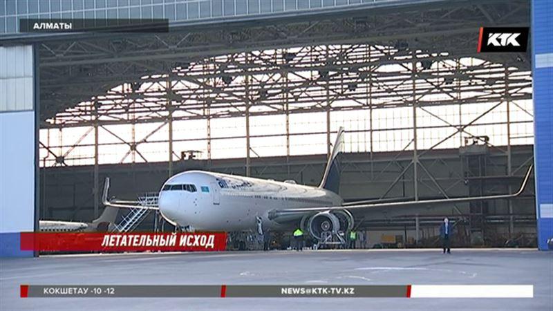 В аэропорту Алматы самолёт повредил дорогое оборудование, съехав с полосы