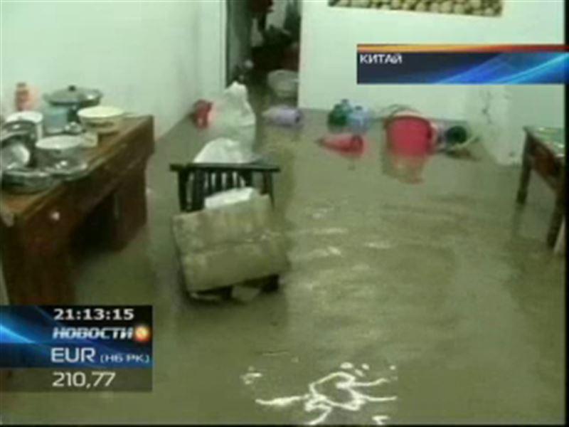 В Китае жертвами проливных дождей стали более 50 человек