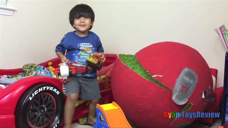 Шестилетний мальчик стал миллионером благодаря обзорам игрушек