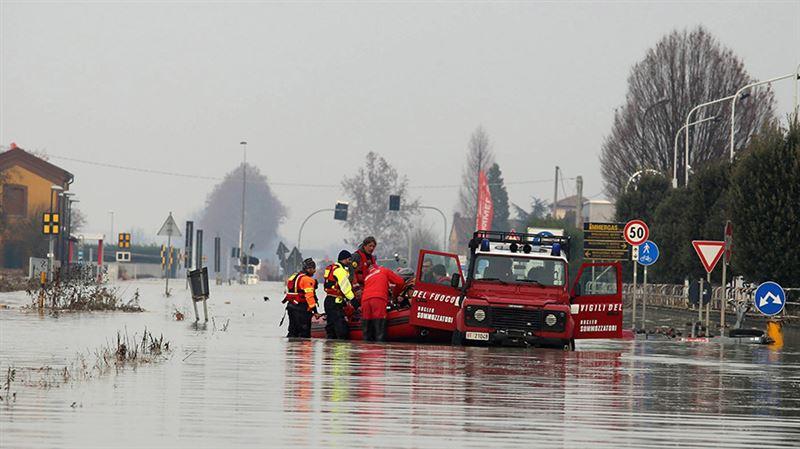 На севере Италии из-за непогоды эвакуировали более двух тысяч человек