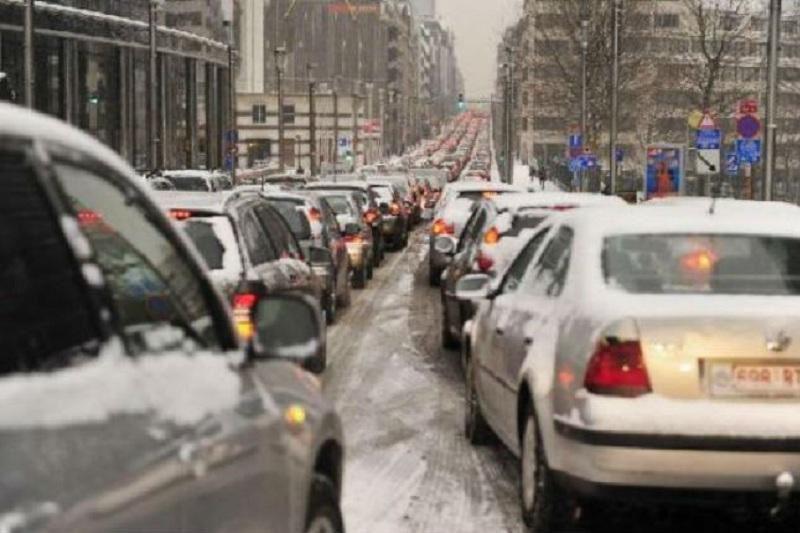 На дорогах Бельгии образовались пробки в 1600 км из-за снега