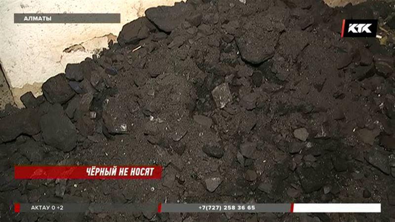 Алматинцы не могут купить уголь и мёрзнут