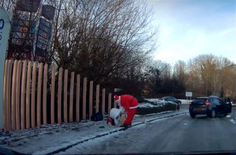 В Сети набирает популярность героический поступок мужчины в костюме Санта Клауса