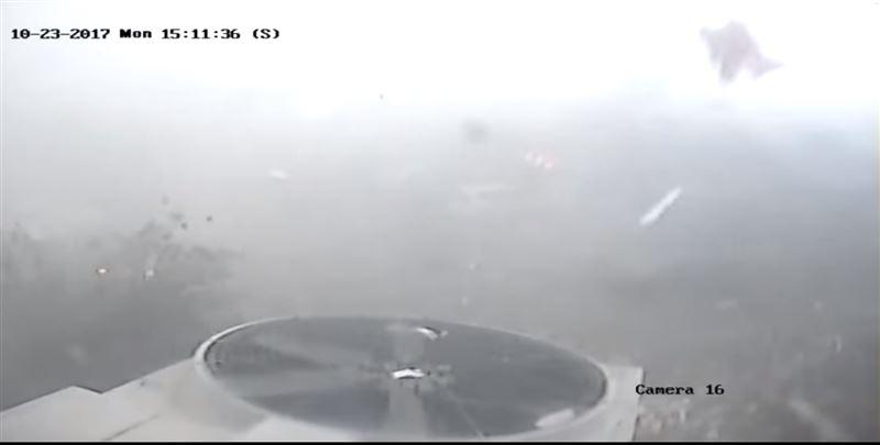 Торнадо за несколько минут разрушило несколько заводов